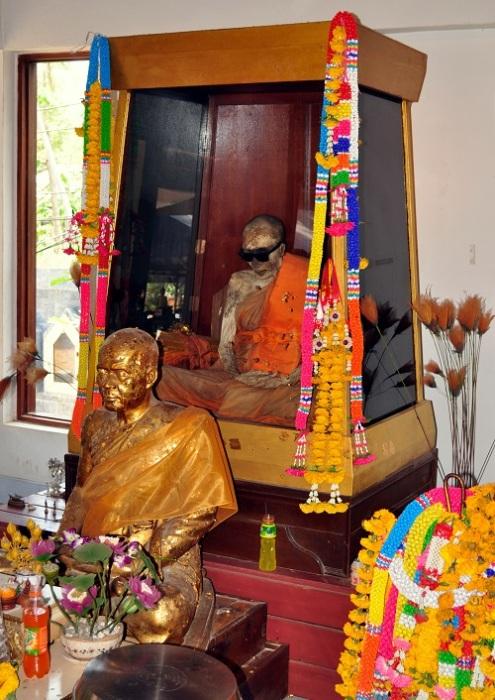 Мумия буддийского монаха Луанга Пхо Даенга. | Фото: de.wikipedia.org.