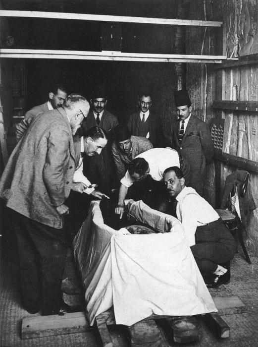 Публичные вскрытия мумий были популярными у европейцев. | Фото: chronologia.org.