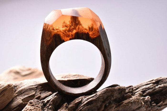 Уникальное деревянное кольцо от ювелиров Secret Wood.