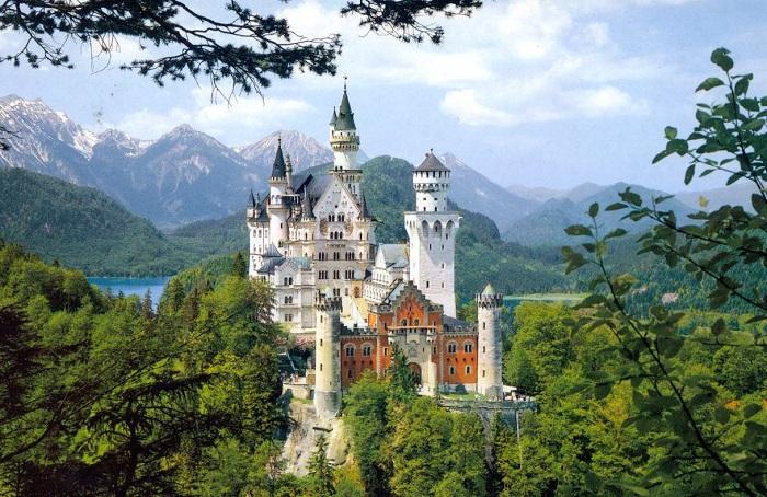 Замок Нойшванштайн в Баварии. | Фото: mix-service-agentur.ru.