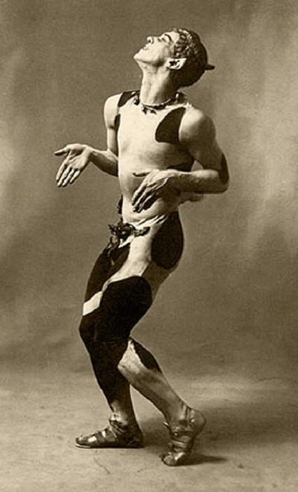 Вацлав Нижинский в роли Фавна. | Фото: dancelines.com.au.