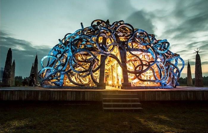 Инсталляция «Вселенский разум».