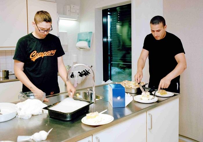 В норвежской тюрьме заключенные могут готовить себе все, что угодно.