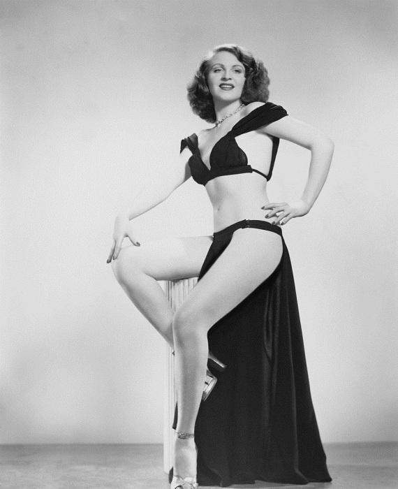 Танцовщица бурлеска Глория Найт (Gloria Knight), 1950 год.