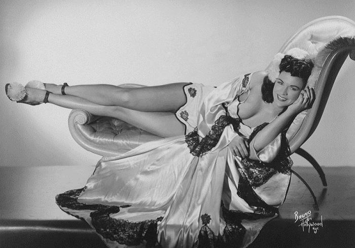 Дива бурлеска Мэри Мак (Mary Mack), 1950 год.