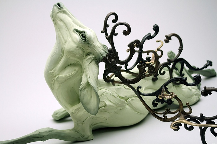 Скульптура антропоморфного животного.