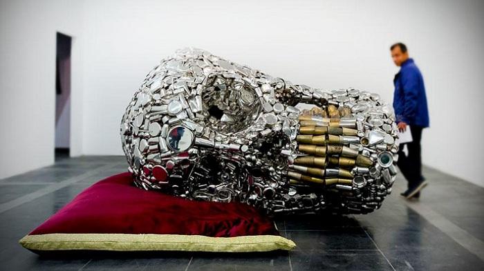 Персональная выставка индийского скульптора Subodh Gupta «Everything is Inside».