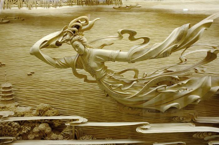 Белый Змей - рельефное полотно из дерева в пагоде Leifeng (Китай).