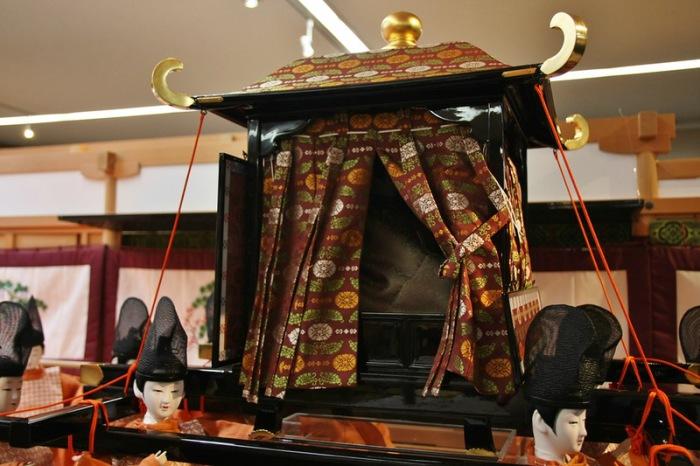 Детально воспроизведенная копия императорского паланкина. | Фото: img-fotki.yandex.ru.
