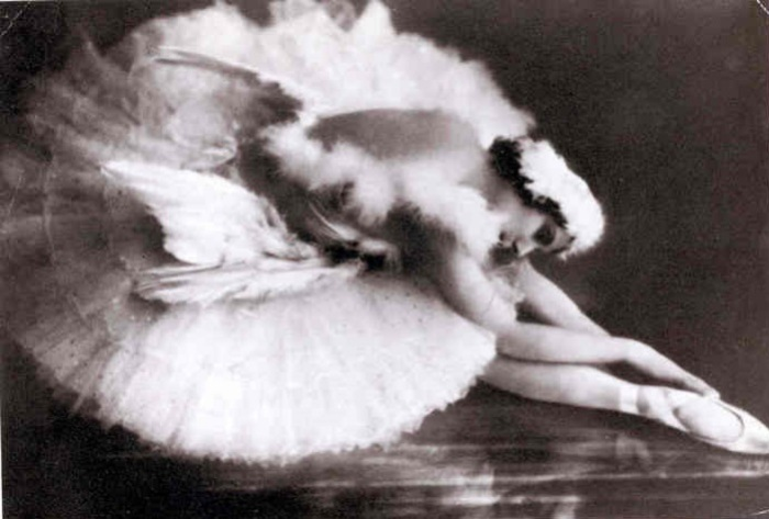 Анна Павлова в роли умирающего лебедя. | Фото: michaelminn.net.