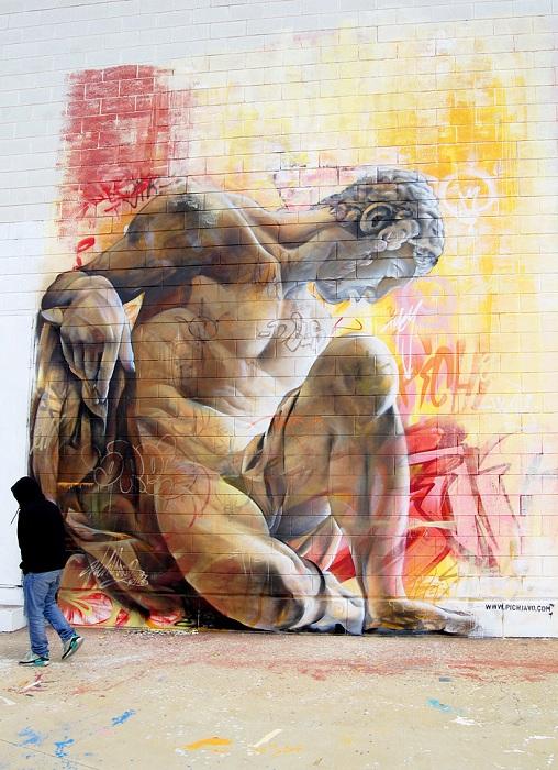 Авангардные граффити с визуализациями мифологических персонажей.