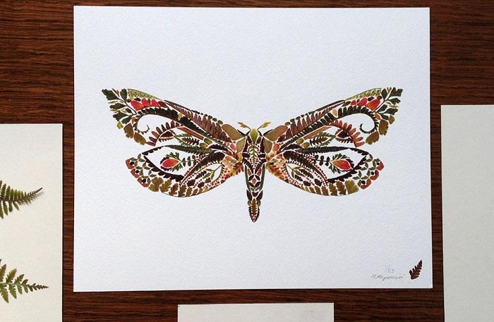 Бабочка, сделанная из засушенных листов папоротника.