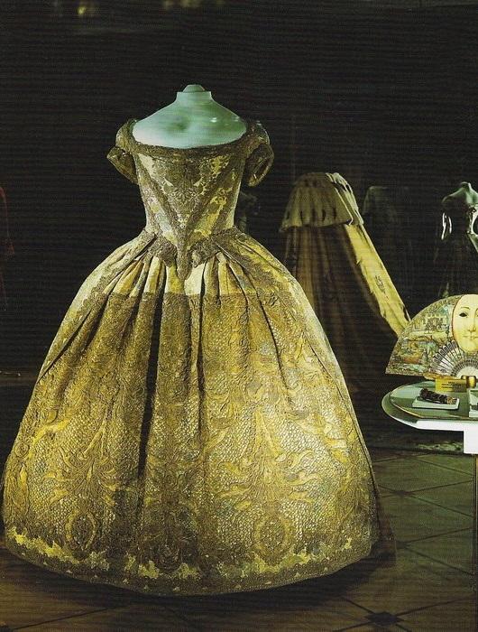 Коронационное платье императрицы Анны Иоановны. | Фото: livemaster.ru.