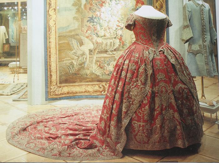 Коронационное платье императрицы Екатерины I. | Фото: i1.wp.com.