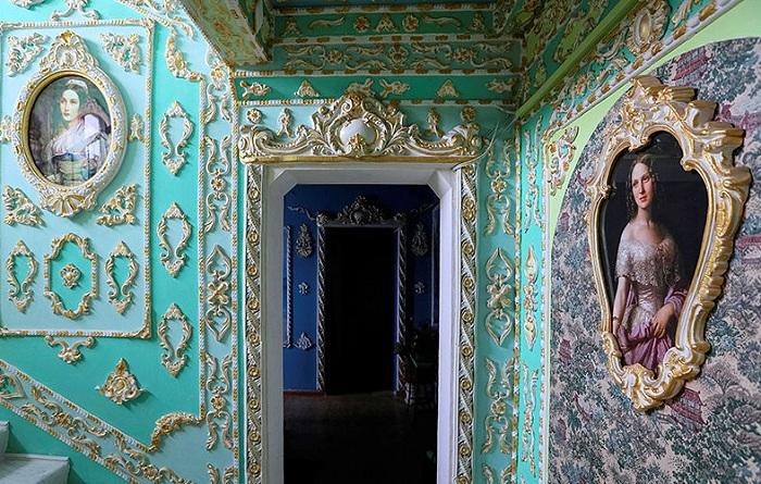 Подъезд, напоминающий дворец. | Фото: fototelegraf.ru.
