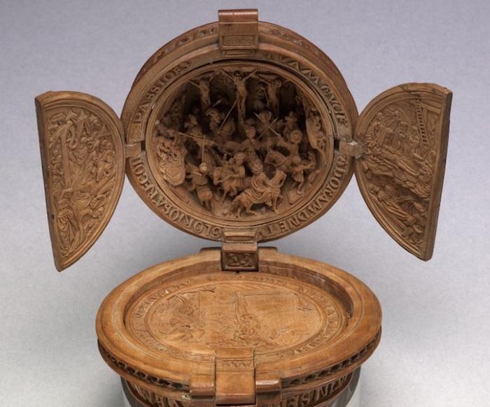 Prayer Nut - миниатюра, вырезанная из дерева.