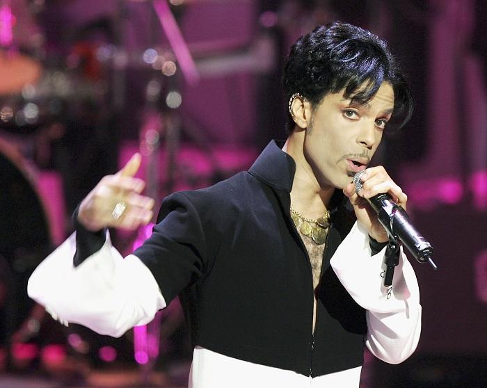 Принс (Prince) - американский музыкант, певец, выдающийся гитарист.   Фото: whio.com.