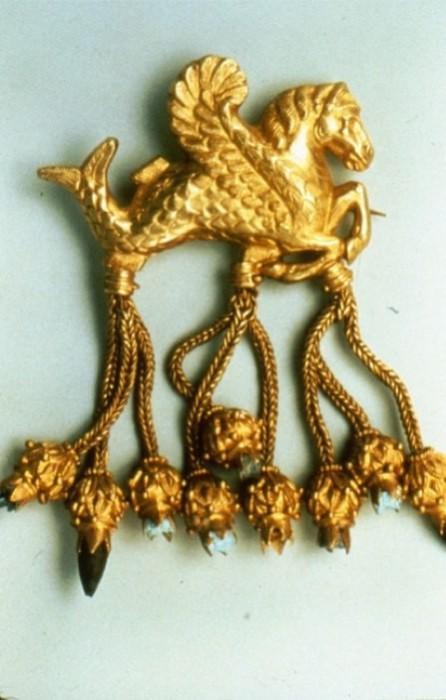 Брошь царя Креза, одно из лидийских сокровищ.   Фото: m.colors.life.