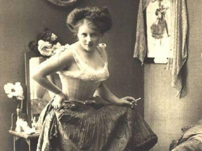 Девушка легкого поведения времен викторианской эпохи. | Фото:  allday.com.
