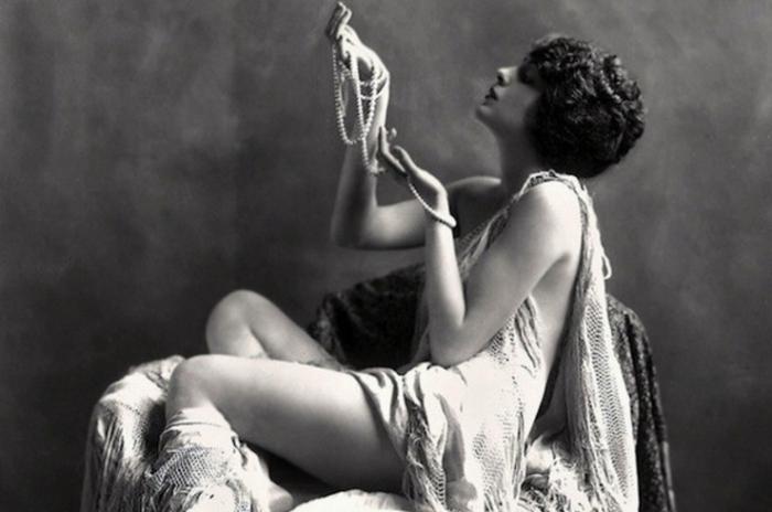 Девушка легкого поведения времен викторианской эпохи.| Фото: april-knows.ru.