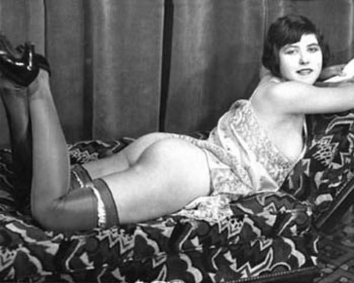 Девушка легкого поведения XIX века. | Фото: drunkcow.net.