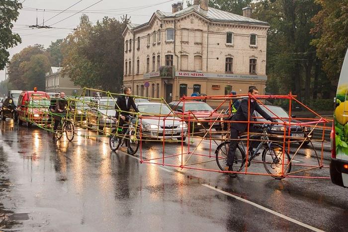 Адвокаты Риги ездят на работу на велосипедах.