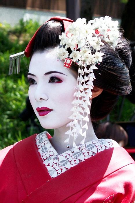 В Японии пудрой активно пользовались актеры и гейши. | Фото: areweactuallysodifferent.files.wordpress.com.