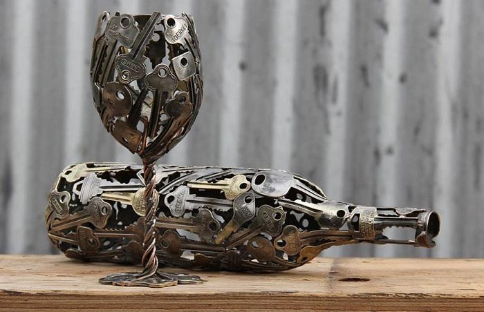 Австралиец создает скульптуры из старых ключей.