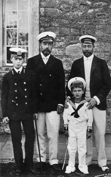 Слева направо Принц Уэльский Ðдуард, Николай II, цесаревич Алексей и будущий король Георг V, 1909 год. | Фото: regnum.ru.