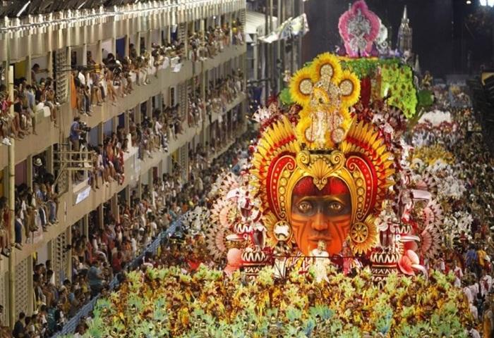 Самбодром - улица, построенная для проведения карнавалов.