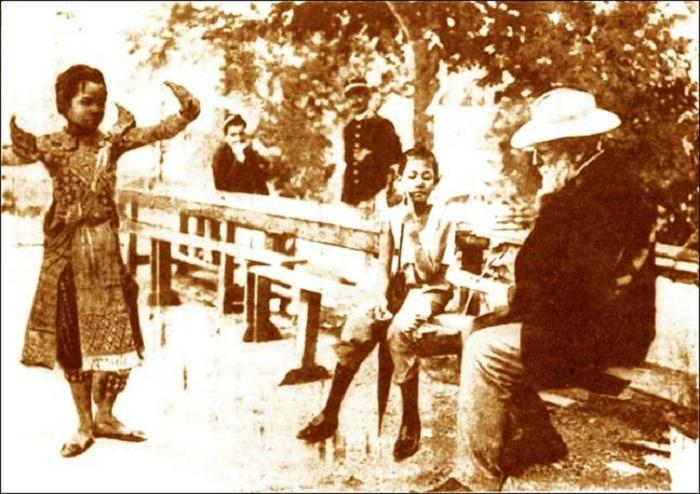 Роден рисует камбоджийскую танцовщицу. | Фото: retrobazar.com