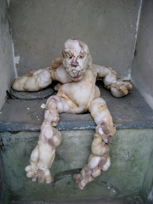 Антропоморфная скульптура автора Rosa Verloop.
