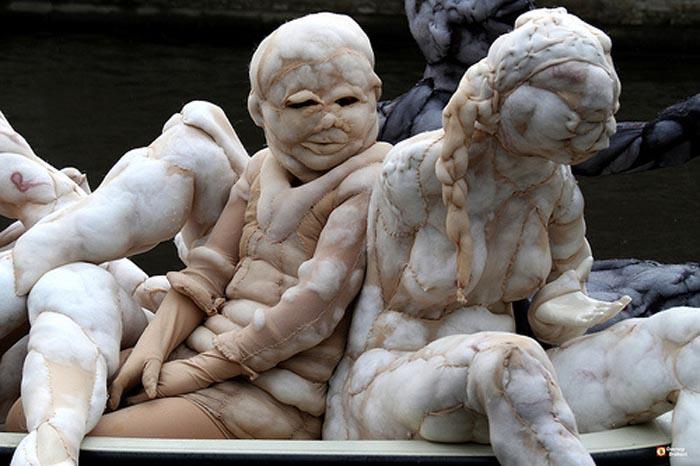 Скульптуры из нейлона.