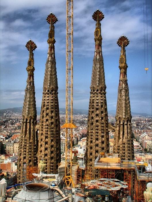 Строительные работы Храма Святого Семейства в Барселоне (Испания).   Фото: lifeglobe.net.