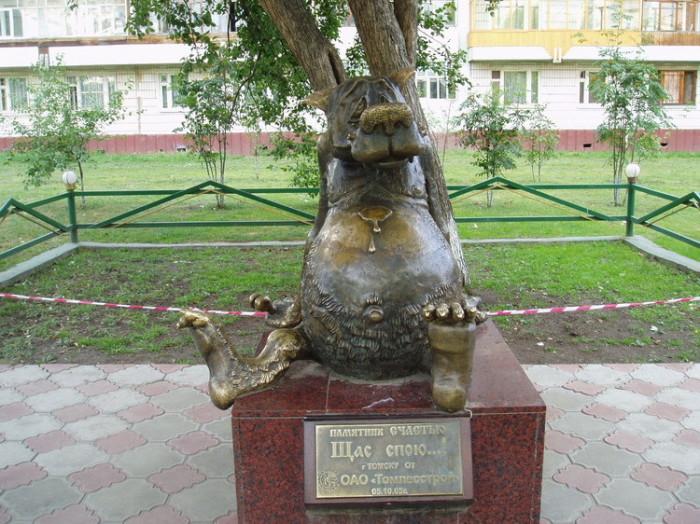 Памятник «Щас спою…». | Фото: fishki.net.