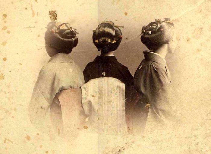 Традиционные прически гейш. | Фото: rapunzelsdelight.com.