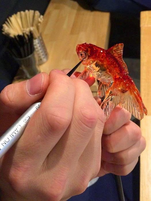 Процесс изготовления гиперреалистичной рыбки (сладкого леденца).