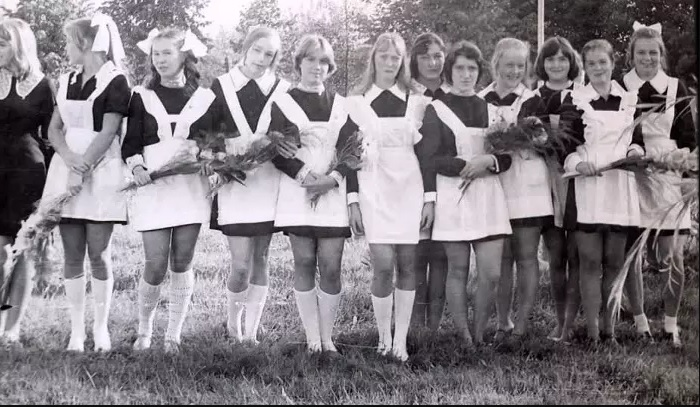 Советские школьницы в коротких юбках. | Фото: pimg.mycdn.me.