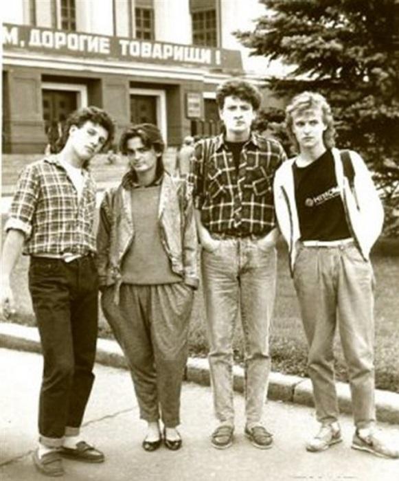 Ношение джинсов не приветствовалось в школах. | Фото: volga-design.ru.