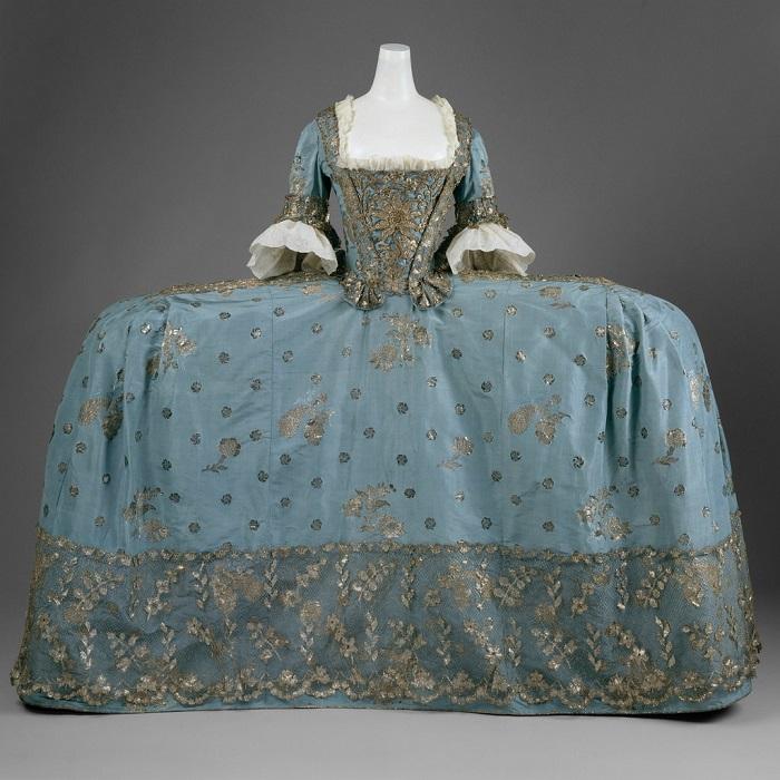 Платье придворной дамы, Британия, 1750 год. | Фото: fiveminutehistory.com.