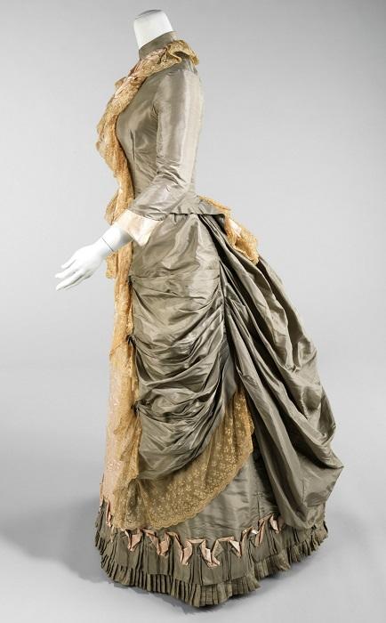 Шелковое платье. США, 1880 год. | Фото: fiveminutehistory.com.