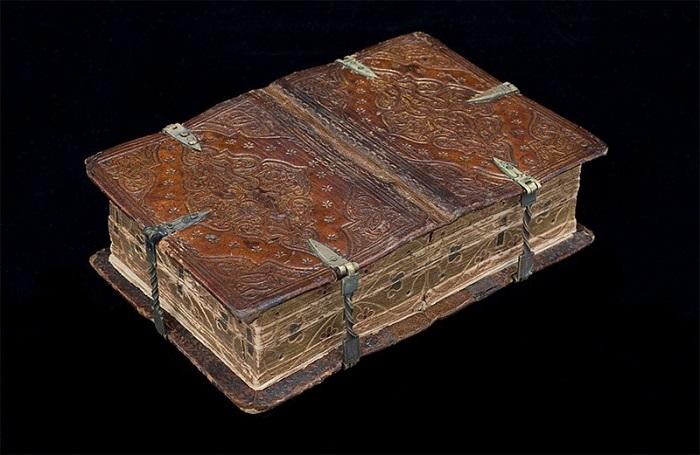 Книга-перевертыш XVI века. | Фото: amusingplanet.com.