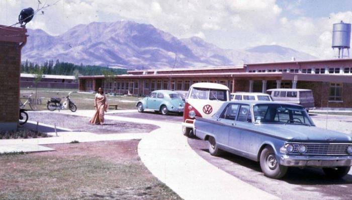 Volkswagen - популярная в 60-х модель автомобиля в Афганистане.