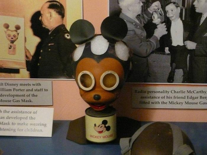 Пробный экземпляр детского противогаза времен Второй мировой войны.