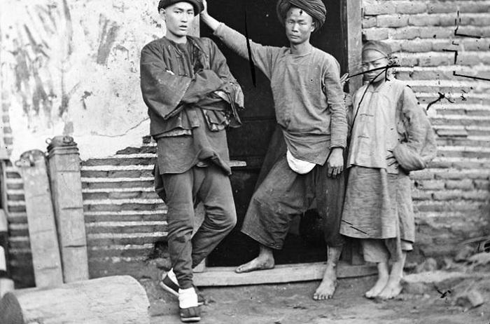 Многомужество - обычная практика в Китае 18-19 веков.