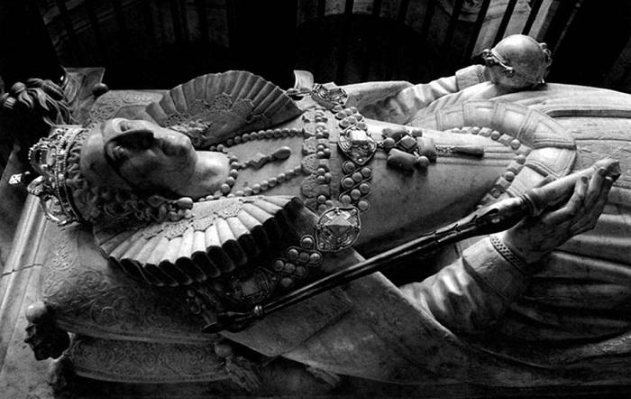 Надгробье Елизаветы I в Вестминстерском аббатстве.