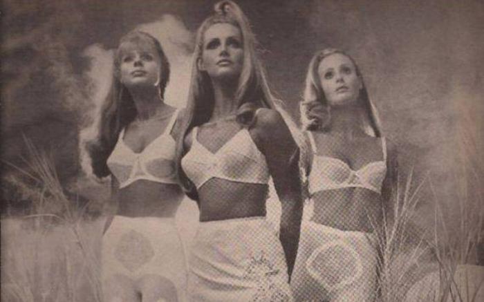 Модели бюстгальтеров, популярные в середине 20 века.