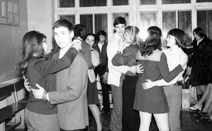 Раньше в старших классах отношения выясняли между параллельными классами.