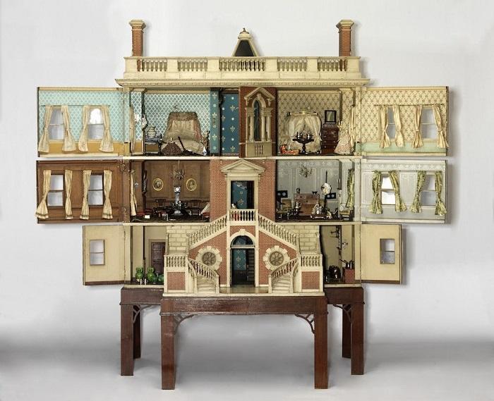 Кукольный домик в раскрытом виде (1760).