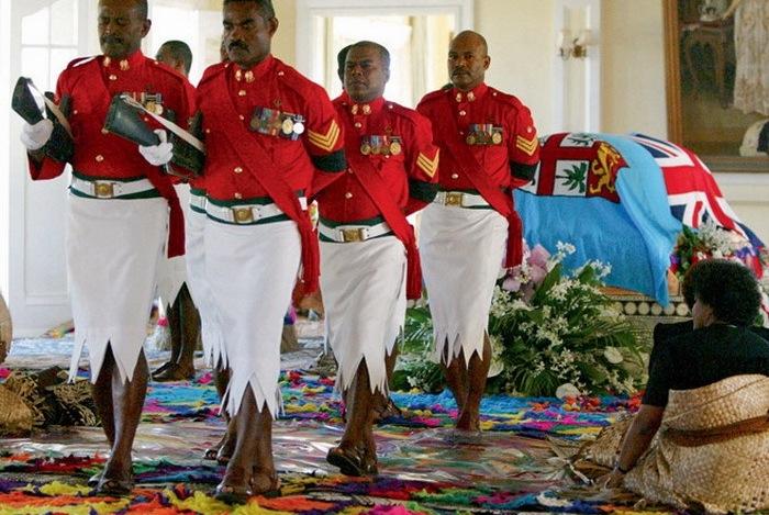 Форма военных на острове Фиджи.